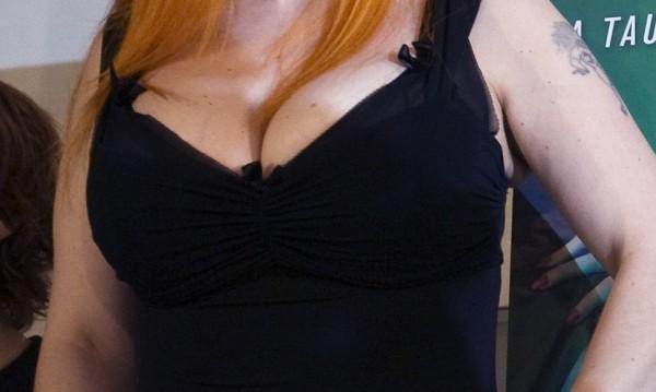 """""""Естетическо"""": На дипломиране – с деколте и рокля!"""