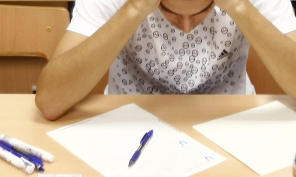 Учителите – със сковани ръцe! Пишат по 10 документа за Слаб (2)