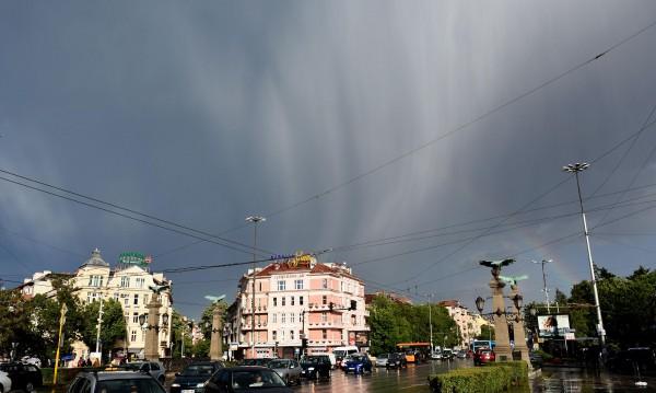 Времето днес: Жега, дъжд и гръмотевични бури