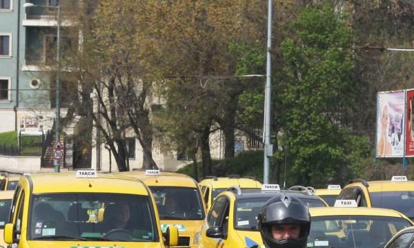 Премахват повторните изпити за таксиджиите! Защо?