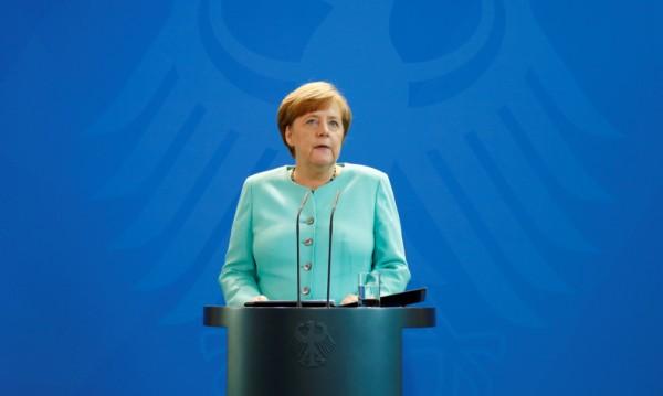 Меркел: Няма връщане назад за Парижкото споразумение