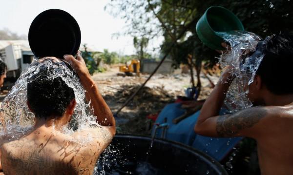 Вадете бързоварите, части от София пак без топла вода