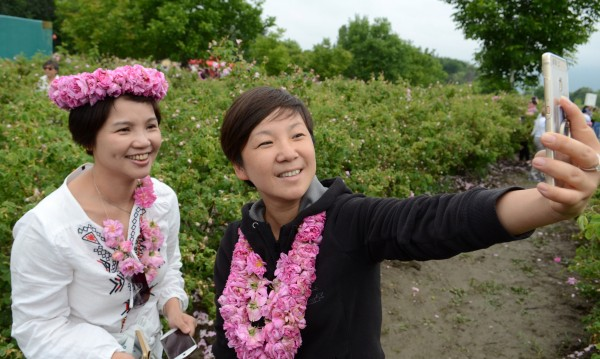 Туристи от цял свят гостуваха на Празника на розата в Казанлък