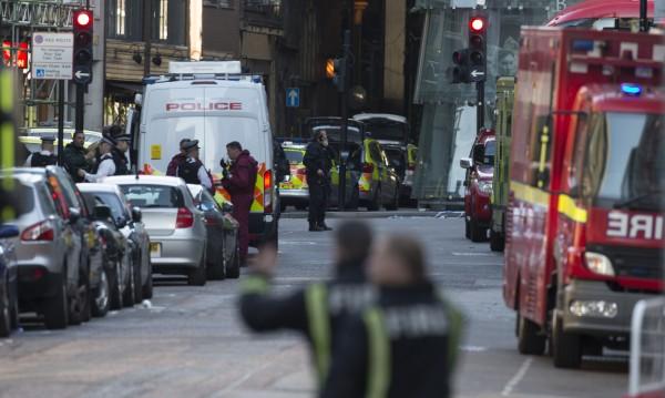Лондон: Осем полицаи, трима нападатели и 50 куршума