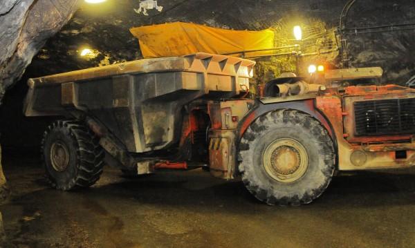 """Петкова спира концесията на """"Оброчище"""", зове миньорите да излязат"""