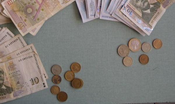 Каквото имала, дала – 600 лв., €100 и злато за ало апаши