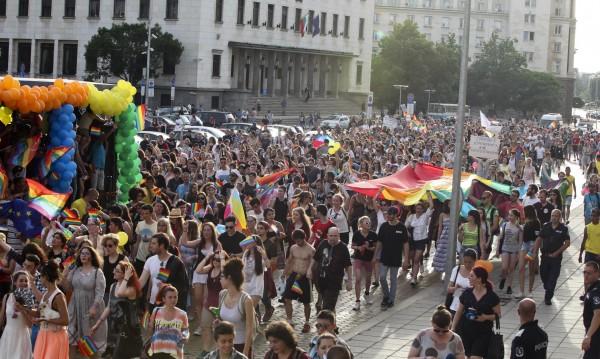 От Брюксел се загрижиха за нашите гейове, лесбийки...