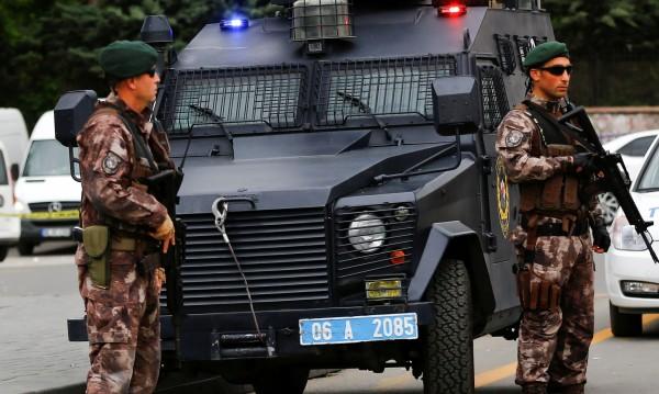 Кола-бомба избухна в Югоизточна Турция, има ранени