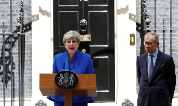 Тереза Мей ще състави нов кабинет, въпреки че загуби мнозинство