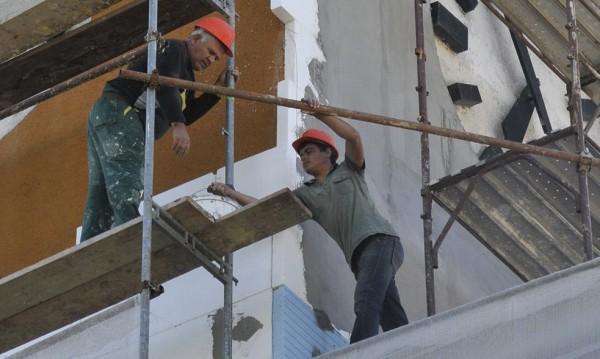 Работник полетя от 8-я етаж, по чудо оцеля