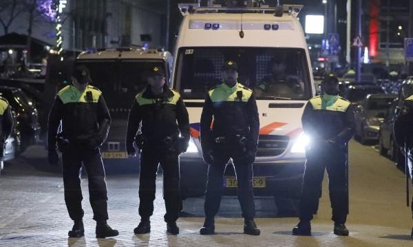 Кола блъсна пешеходци в Амстердам, петима ранени