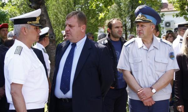 Каракачанов обеща: Доставка на масло за двигателите във ВВС