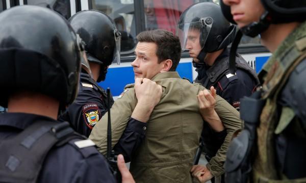 ЕС: Освободете задържаните на протестите в Русия