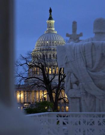 Сенатът на САЩ разглежда разширяване на санкциите за Кремъл
