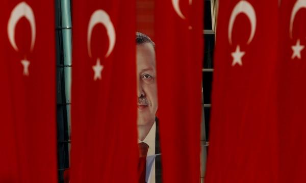 Турски анализатор: ОАЕ дали $3 млрд., за да свалят Ердоган