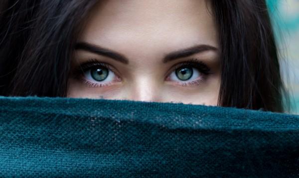 Гримьорите съветват как да направим очите по-големи