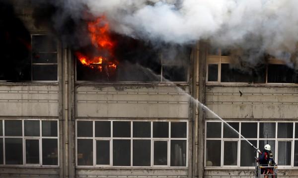 Двама загинали при пожар в хотел в Истанбул