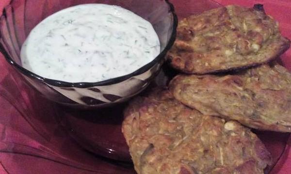 Рецептата Dnes: Печени кюфтета от тиквички със сос