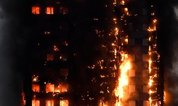 21 етажа ужас! Жена тича през огъня с шест деца, слиза с 4