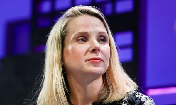 Yahoo позлати Мариса, тръгва си с едни $260 млн.