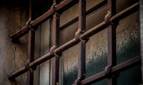 Млад мъж се обеси с чаршаф в Бургаския затвор
