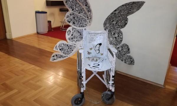 Търг в парламента: Наддаваха за инвалидни колички