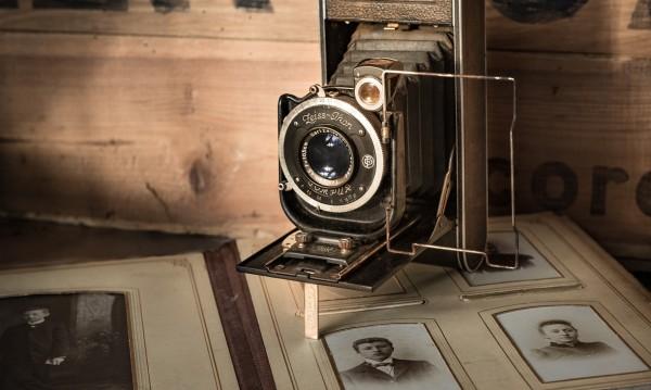 Как да запазим снимките в семейните албуми?