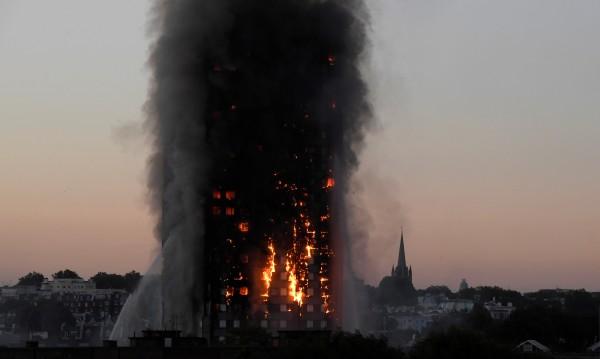 Огънят в Лондон се разпространил бързо от външната облицовка?