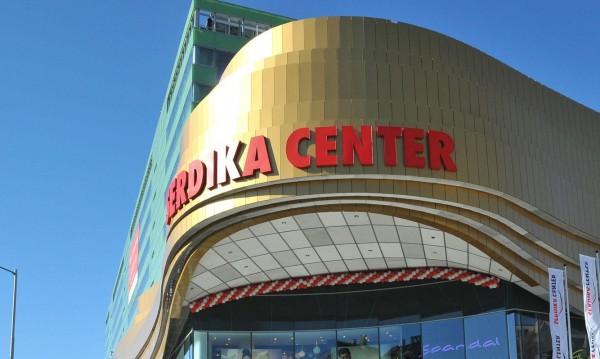 "Собственикът на The Mall купува и ""Сердика Център"""