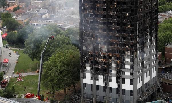 Жертвите на пожара в Лондон станаха 17