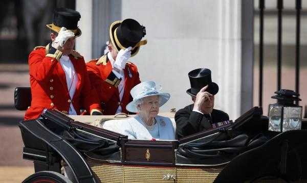 Елизабет ІІ почете жертвите на огнения ад в Лондон: Мрачно е!