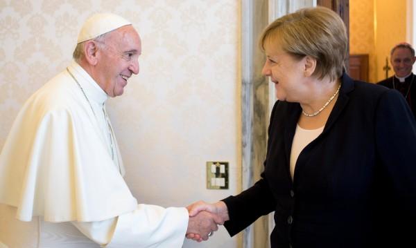 Меркел обсъди с папа Франциск заплахата от тероризъм
