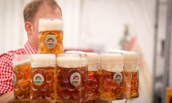Лято, море, но... по света пият все по-малко бира