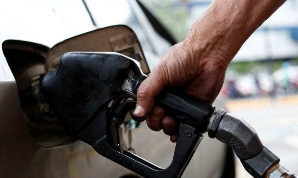В колата мирише на бензин. Защо се случва това?