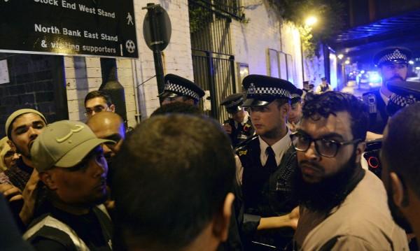 Мюсюлмани са всички жертви край джамията в Лондон