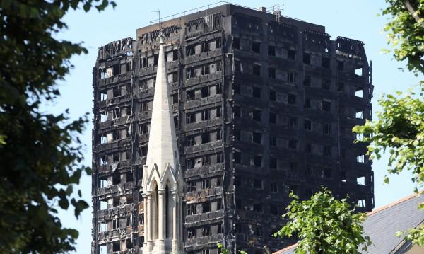 Загиналите и изчезналите след пожара в Лондон вече са 79