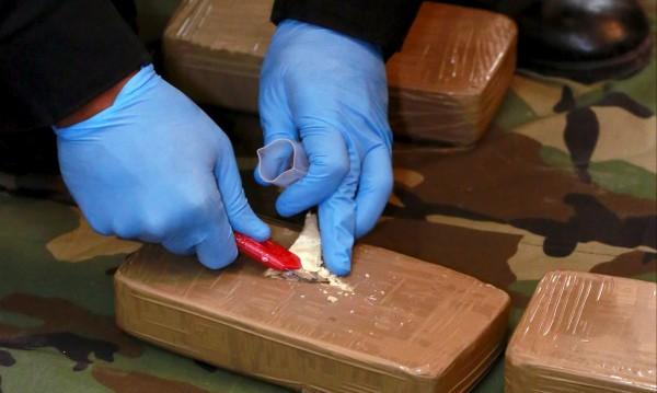 Хванаха нашенци в Гърция – пренасяли 25 кг хероин