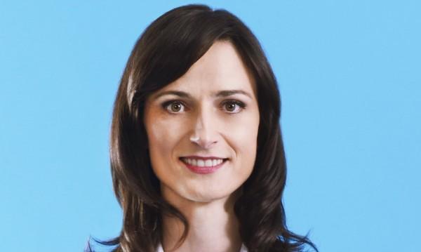 Мария Габриел декларира спестовен влог и 3 коли