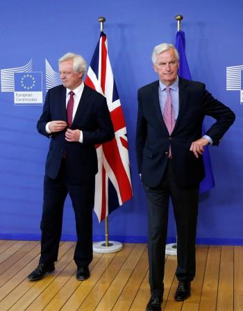 Преговорите за Brexit тръгнаха със сблъсък