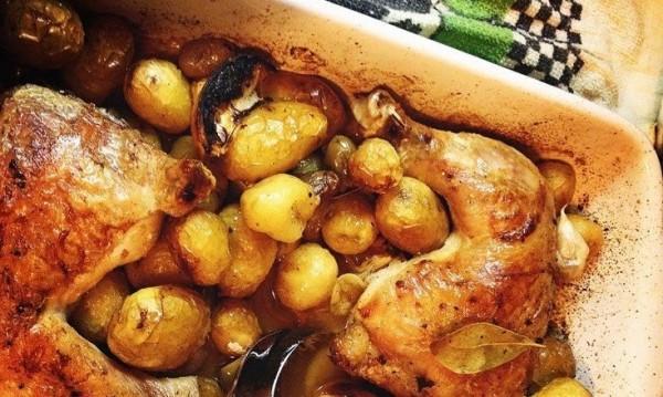 Рецептата Dnes: Пилешки бутчета с пресни картофи и маслини