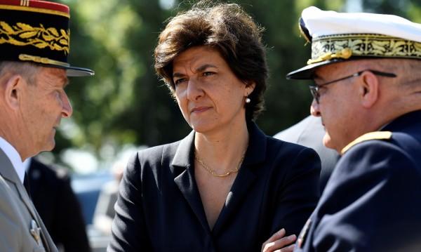 Френският министър на въоръжените сили подаде оставка