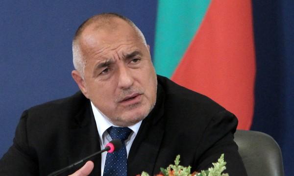 Премиерът Борисов само леко накуцва. Без патерици срещна Заев!