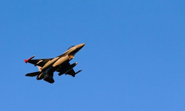 Изтребител на НАТО опита да приближи самолета на Шойгу