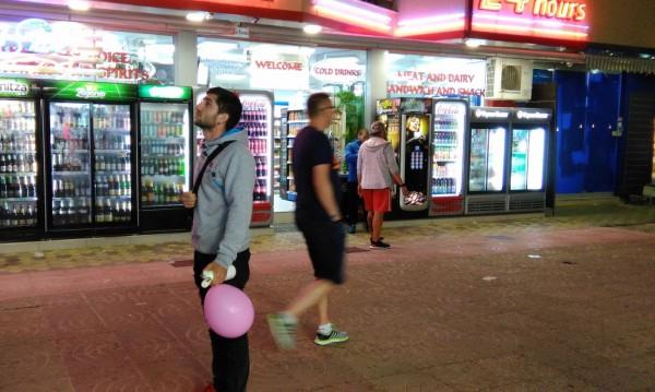 Слънчака туристи чака: Райски газ в балон за голям купон!