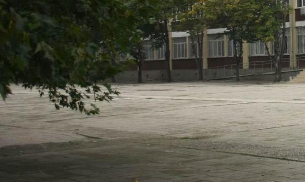 Приморско: Каравана в школо, а вътре – ганджа, тютюн