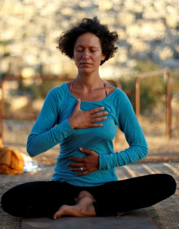 Проучване: Йога помага при болки в гърба