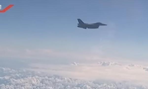 Самолетът на Шойгу – ескортиран от полски изтребители