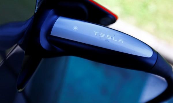 Tesla обмисля своя фабрика за е-коли в Шанхай
