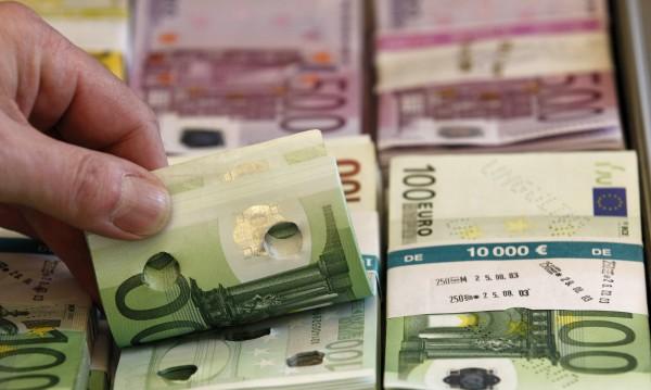 """""""Бедна"""" Румъния ни дръпна по доходи – средната заплата там е 1419 лв."""