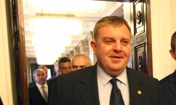 Казармата ще скара ГЕРБ и ОП? Каракачанов: Няма да се разведем!